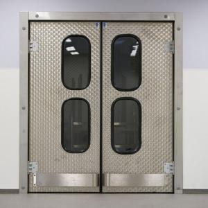 realisaties speciale afwerking - inox klapdeur met bescherm stootvleugels