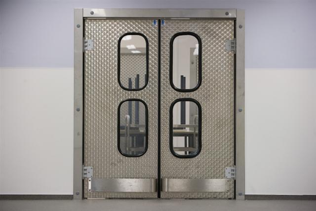 Speciale afwerking venster inox deur